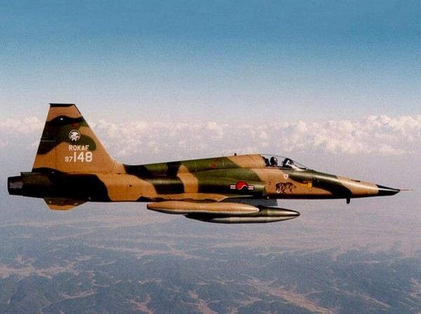 northrop-f5-a-freedom-fighter-south-ko