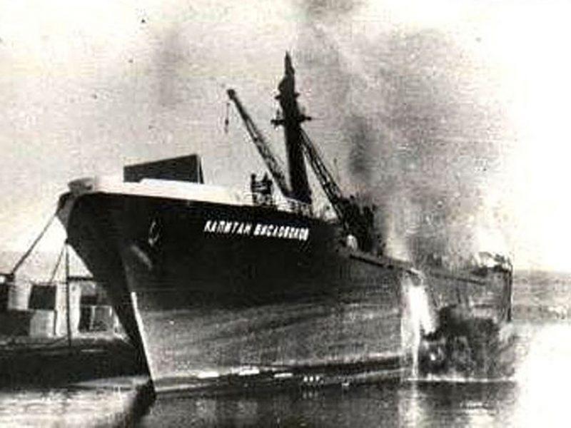 Подводные диверсанты из ЮАР взорвали три советских судна!