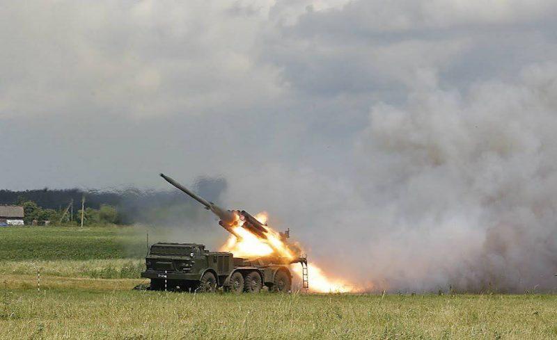 "220-мм реактивная система залпового огня 9К57 ""Ураган"""