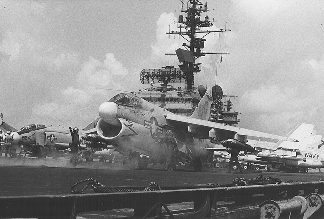 Палубная штурмовая авиация во Вьетнаме