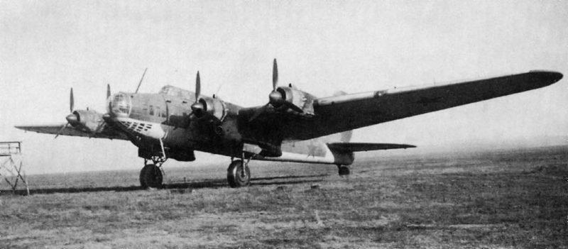 Бомбардировщик Пе-8