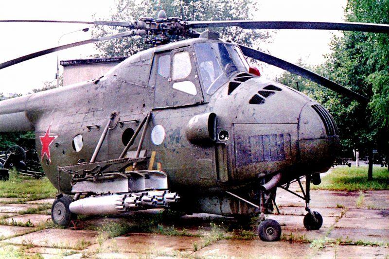 Транспортно-боевой вертолет Ми-4АВ