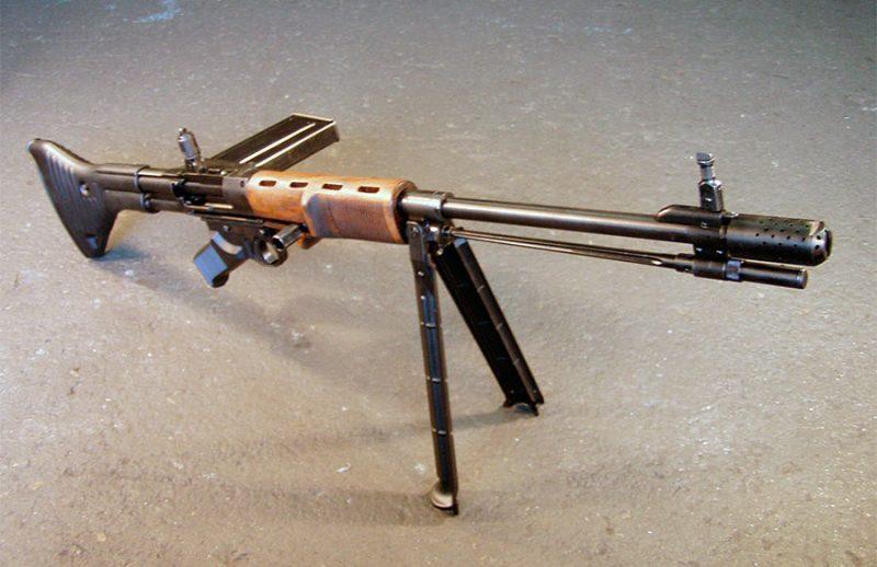 Автоматическая винтовка FG.42 - «универсальное» оружие парашютиста