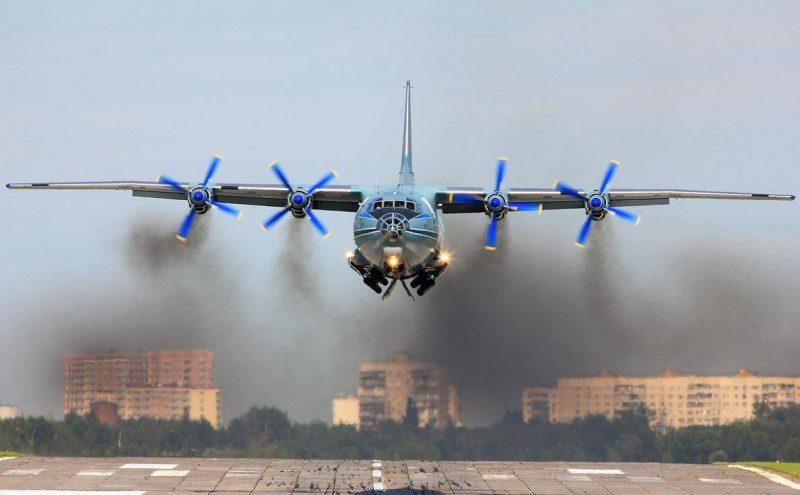 Транспортный самолет Ан-12