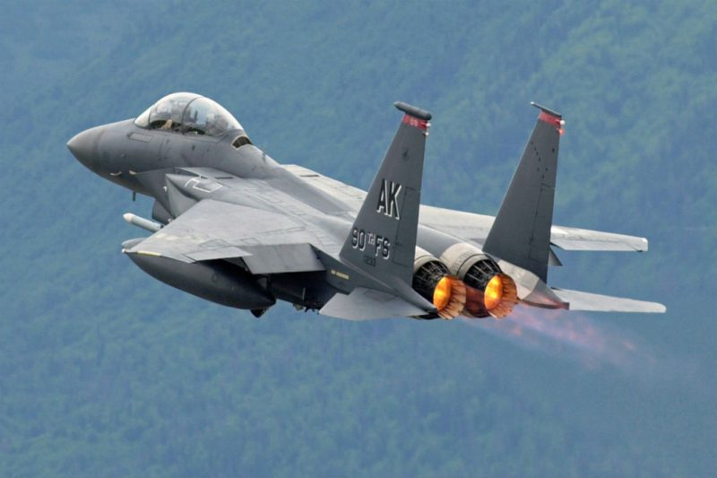 «Макдоннелл Дуглас» F-15 «Игл» - истребитель для всеракурсного ракетного боя