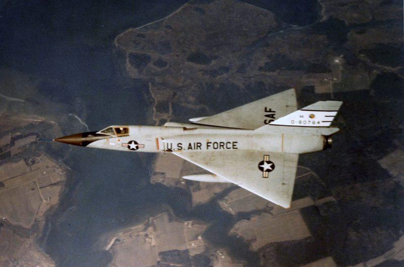 Истребители-перехватчики «Конвэр» F-102 и F-106