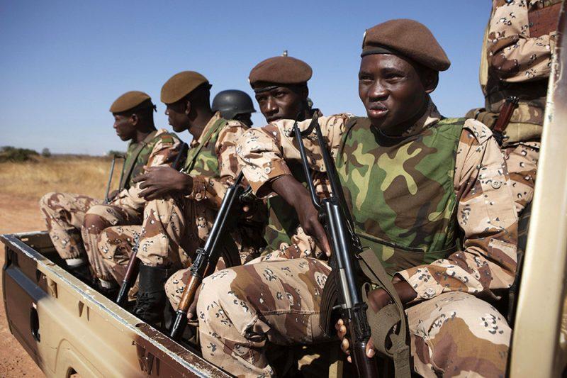 Сухопутные войска Алжира - из партизанских отрядов
