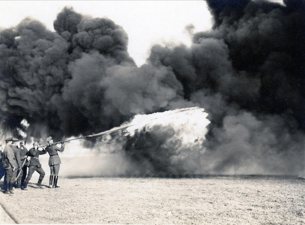 «Кляйф» и «Вехс» - ранцевые огнеметы имперского рейхсвера