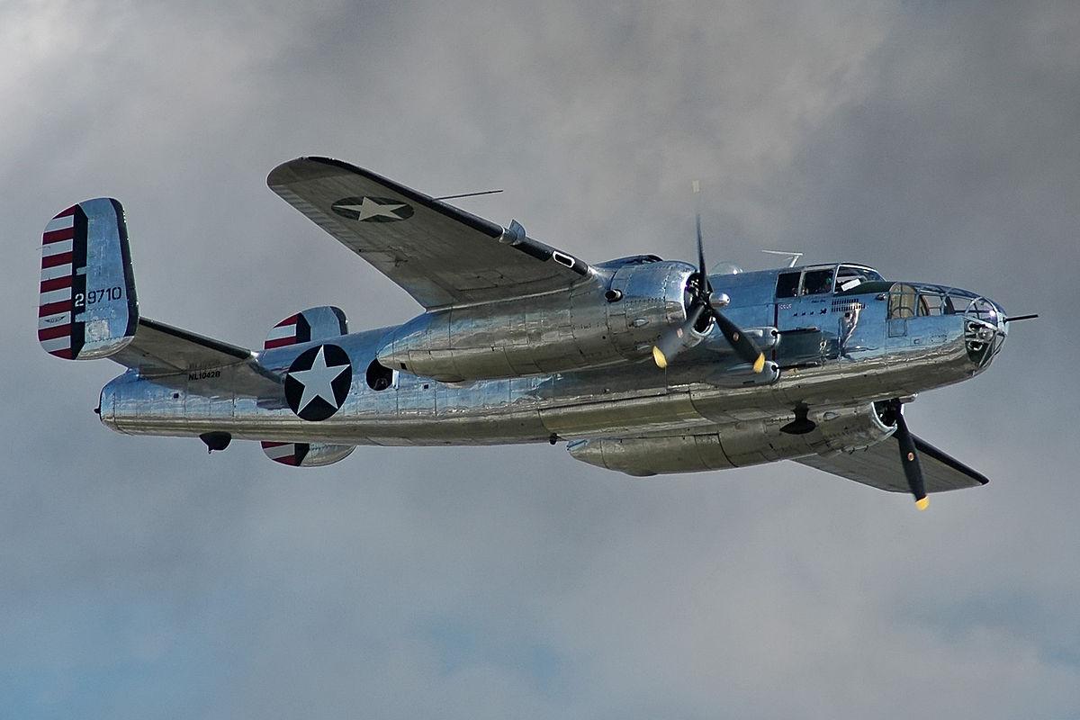 Бомбардировщик Норт Америкен B-25J «Митчелл»