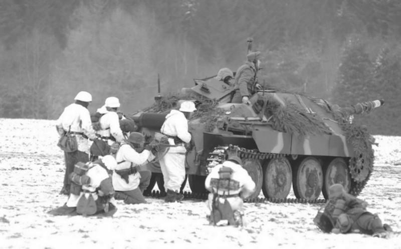 Арденнское контрнаступление. Операция «Вахта на Рейне» (16 декабря 1944 г. — 29 января 1945 г.)