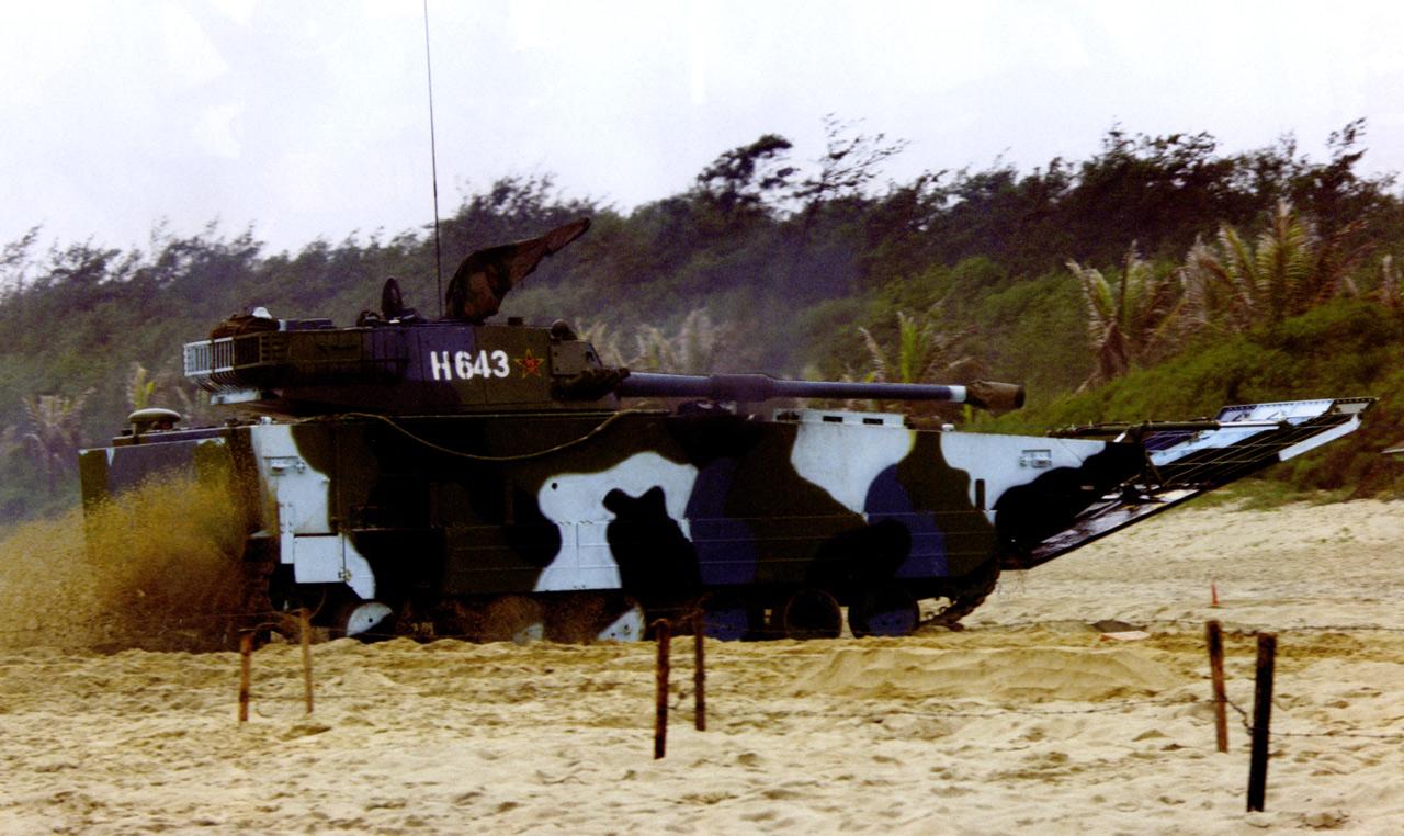 "Китайский лёгкий плавающий танк ""Type 05AAV"""