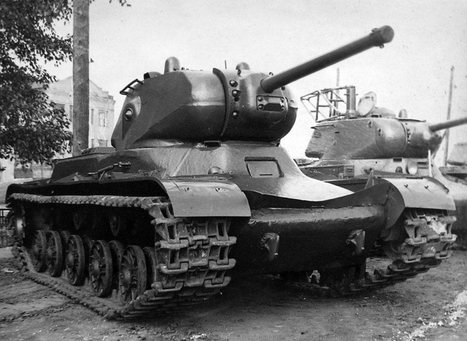 Советский средний танк КВ-13