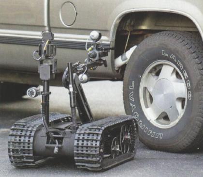 Робот Talon отыскивает взрывное устройство