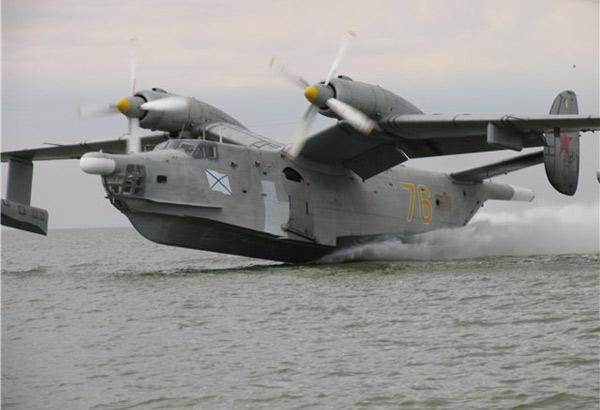 Самолет-амфибия БЕ-12 Чайка