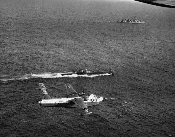 1378919996_p5m_vp-45_and_dd-835_with_foxtrot_sub_at_cuban_missile_crisis_1962