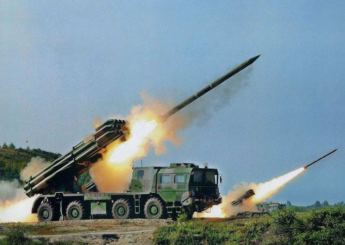 """300-мм реактивная система залпового огня 9К58 """"Смерч"""""""