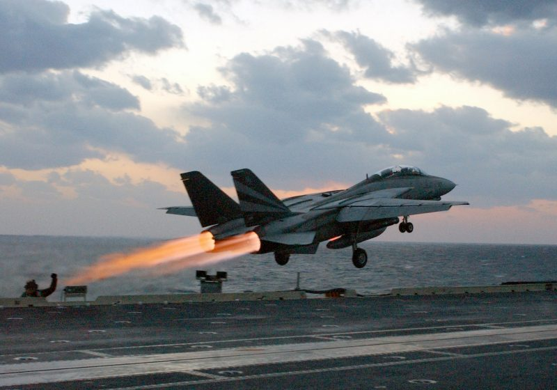 Палубный истребитель F-14 «Томкэт»