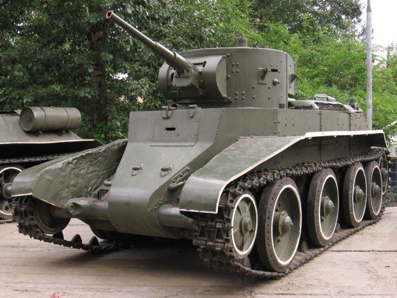Колесно-гусеничные танки БТ