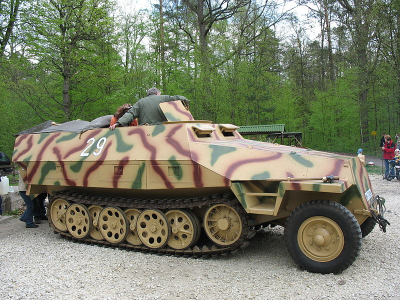 Полугусеничный бронетранспортер Sd. Kfz.251 «Ганомаг»