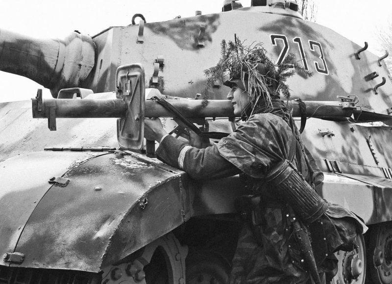 Реактивный гранатомет RPzB 54 «Панцершрек» - «гроза танков»