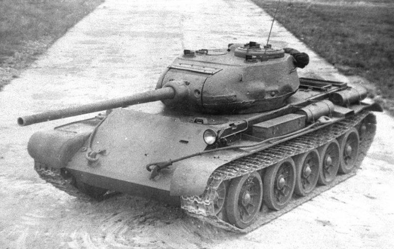 Танк Т-44 - этапная машина