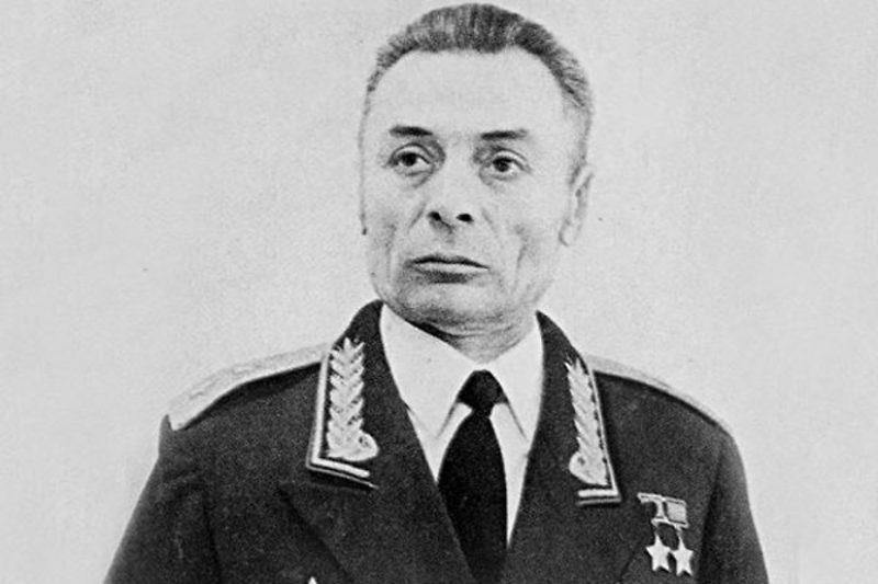 Василий Петров - герой-противотанкист