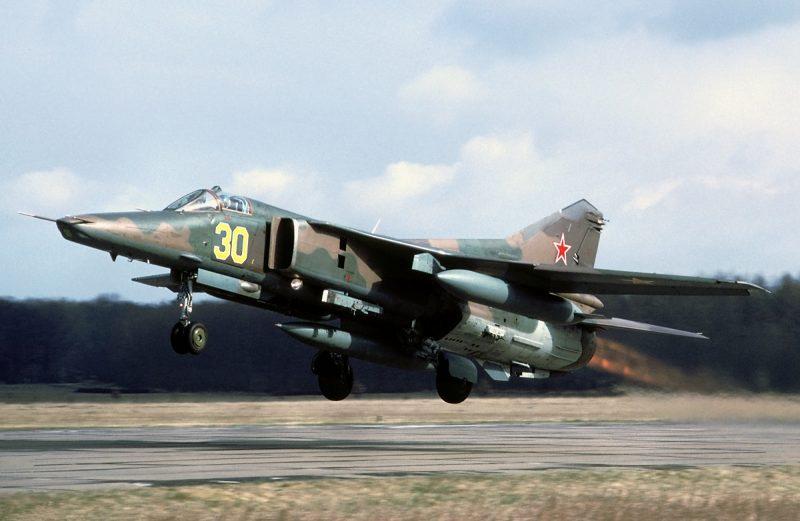 Истребители-бомбардировщики МиГ-23Б и МиГ-27 - служба и боевое применение