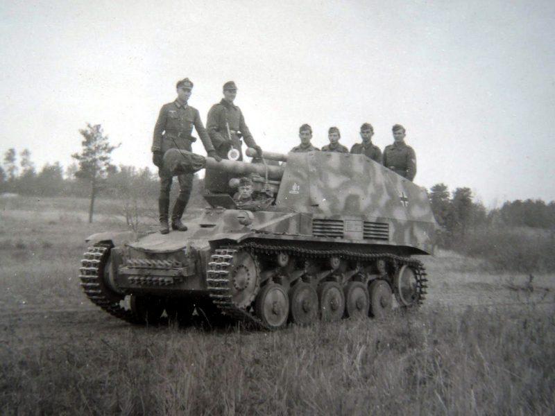 "Sd.Kfz.124 ""Wespe"" - легкая полевая гаубица на шасси танка PzKpfw II"