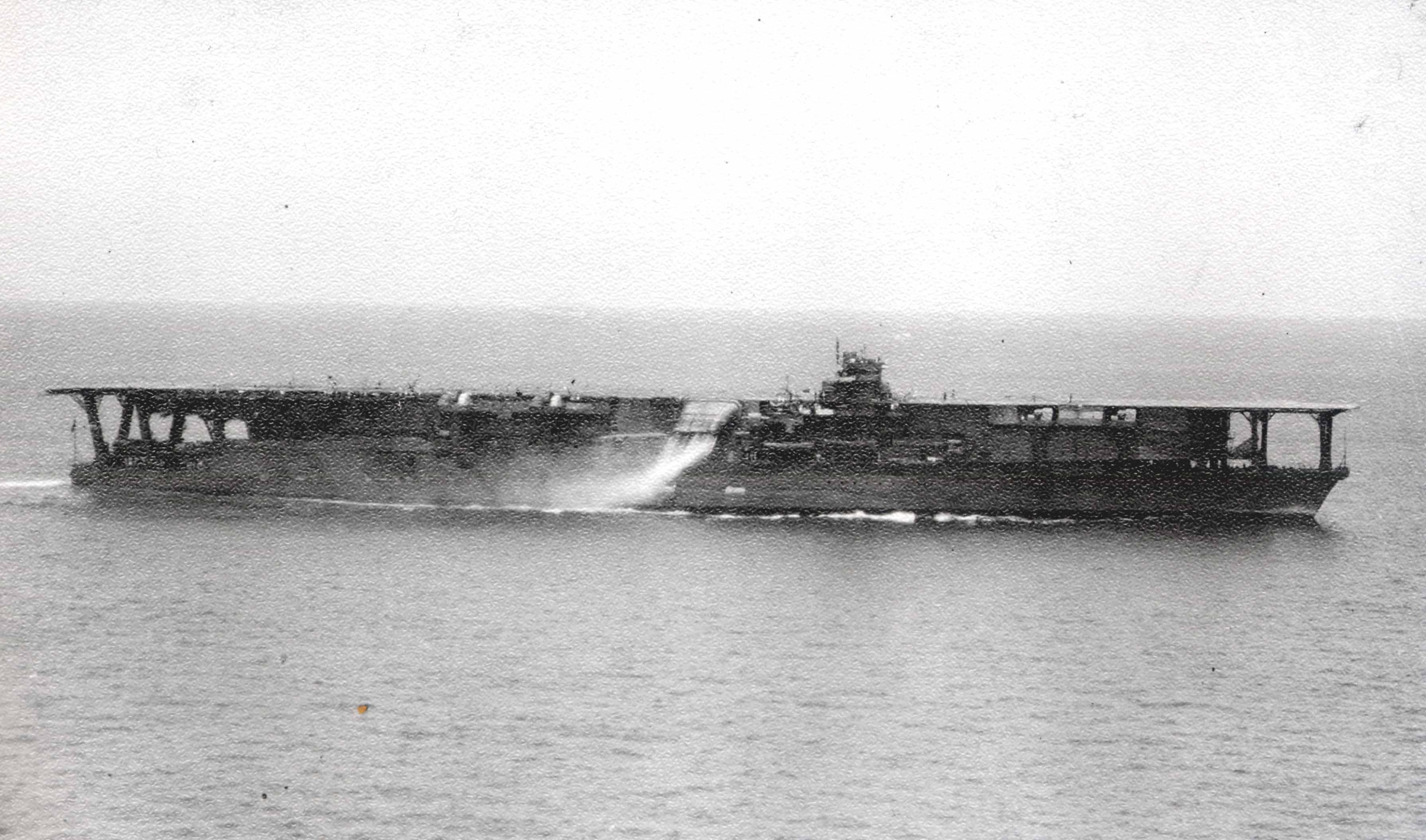 Японский авианосец «Кага»
