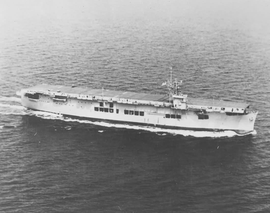 Американский конвойный авианосец «Сэнгамон» (CVE-26)