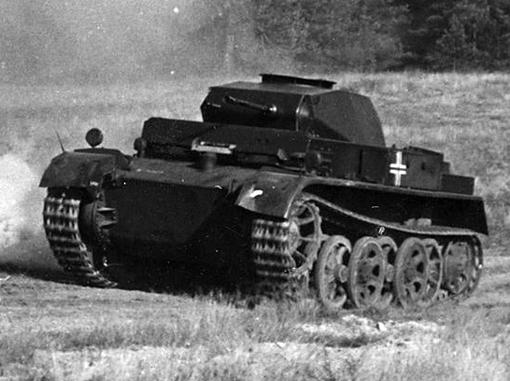Немецкий лёгкий разведывательный танк Pz.Kpfw. II Ausf. H/M