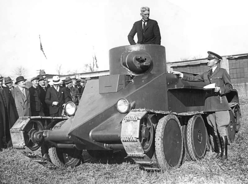 Советский лёгкий колёсно-гусеничный танк БТ-2