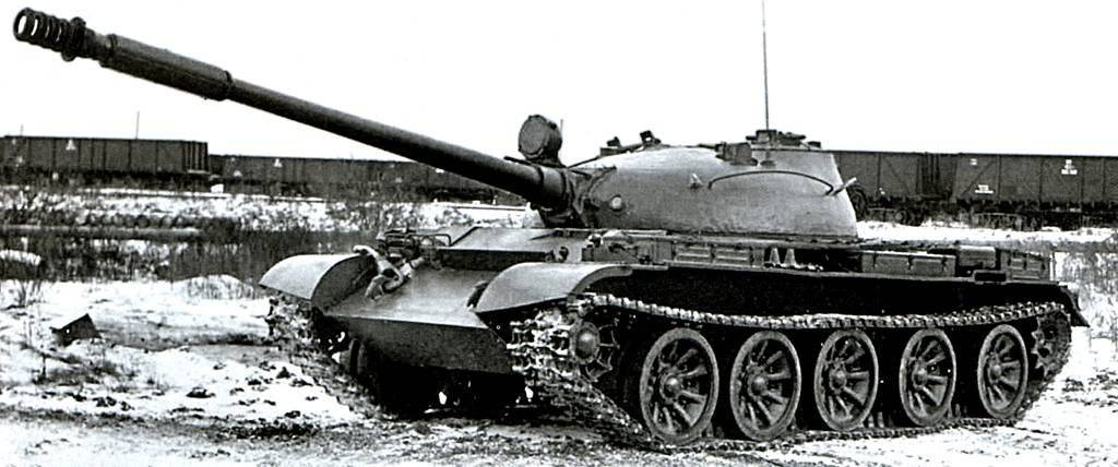 Советский средний танк Т-62А