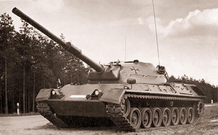 """Опытный танк """"Leopard 1"""" с башней стабилизированной в трёх плоскостях"""