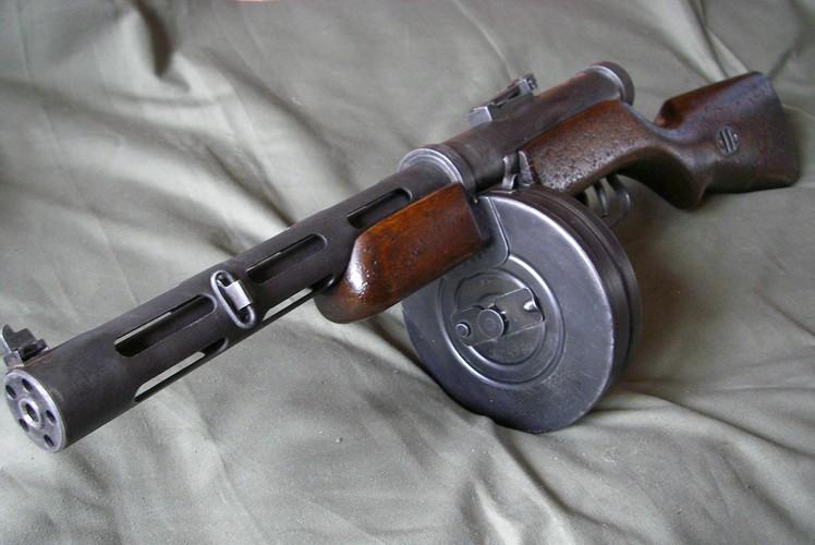 Пистолеты-пулеметы Дегтярева ППД-34 и ППД-40