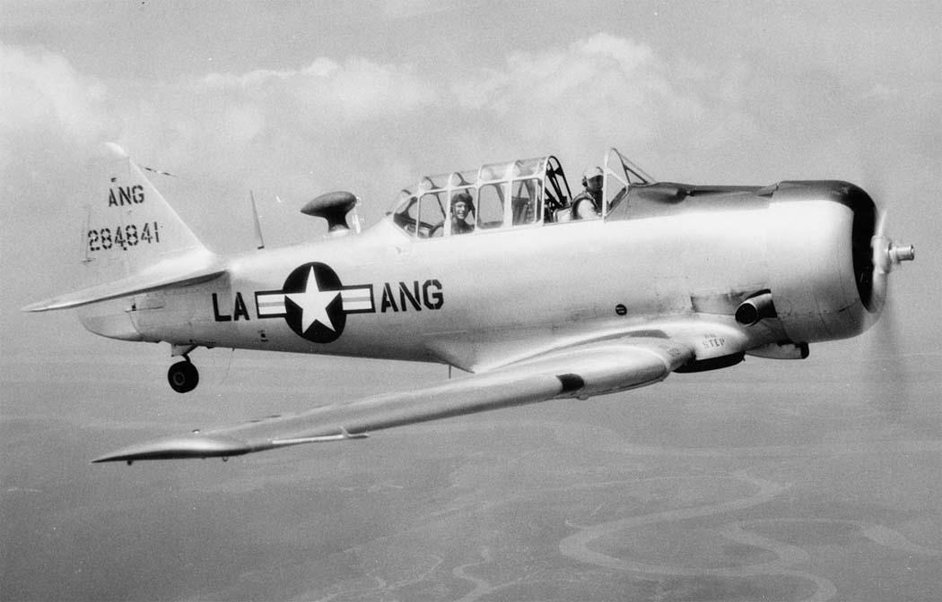 «Норт Америкен», учебно-тренировочный самолет АТ-6