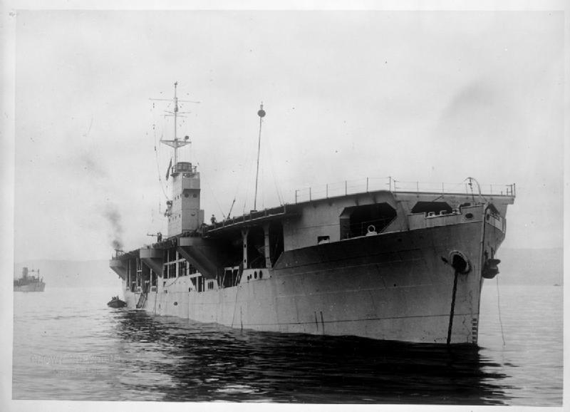 Танкеры и зерновозы атаковали своими самолетами вражеские субмарины
